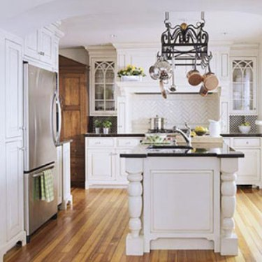 Traditional kitchens the good old way home interiors blog for Traditional white kitchens