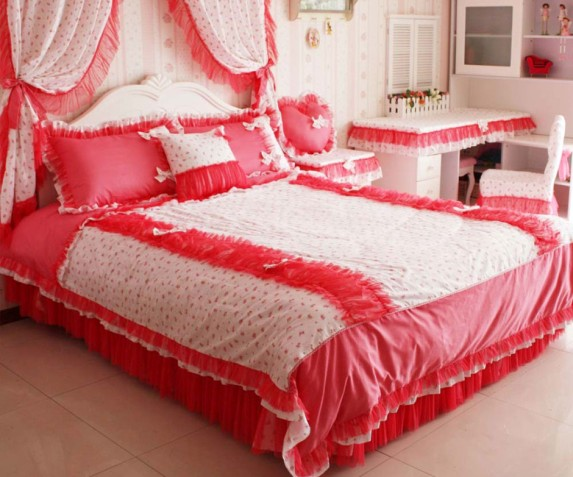 2014 valentine s day home decoration ideas home for Bed decoration with rose petals