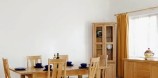 oak furniture will be best fit for your dining room